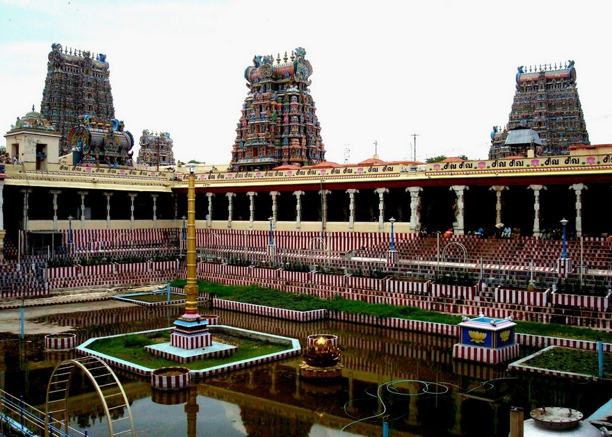 madurai meenakshi amman temple Meenakshi amman temple is a noteworthy hindu sanctuary situated on the southern bank of the vaigai river in the sanctuary city of madurai, tamil nadu, india.