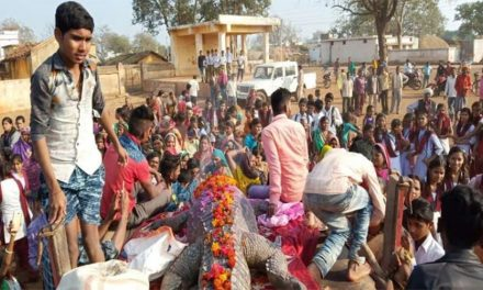500 People Attend Last Rites of Beloved 130 Year Old Crocodile in Chhattisgarh Village